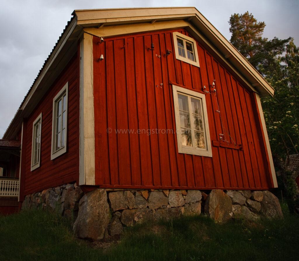 JE_63672, Kvällssol på gaveln på Mjölnars i Stocksbo, Jonas Engström