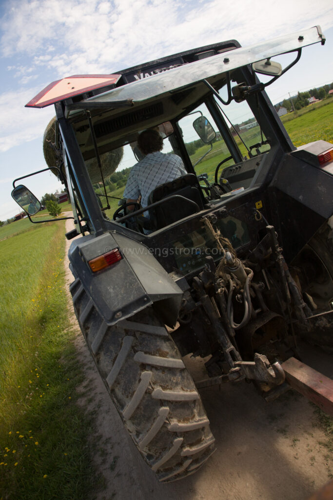 JE_64934, Traktor Valtra på vägen, Jonas Engström