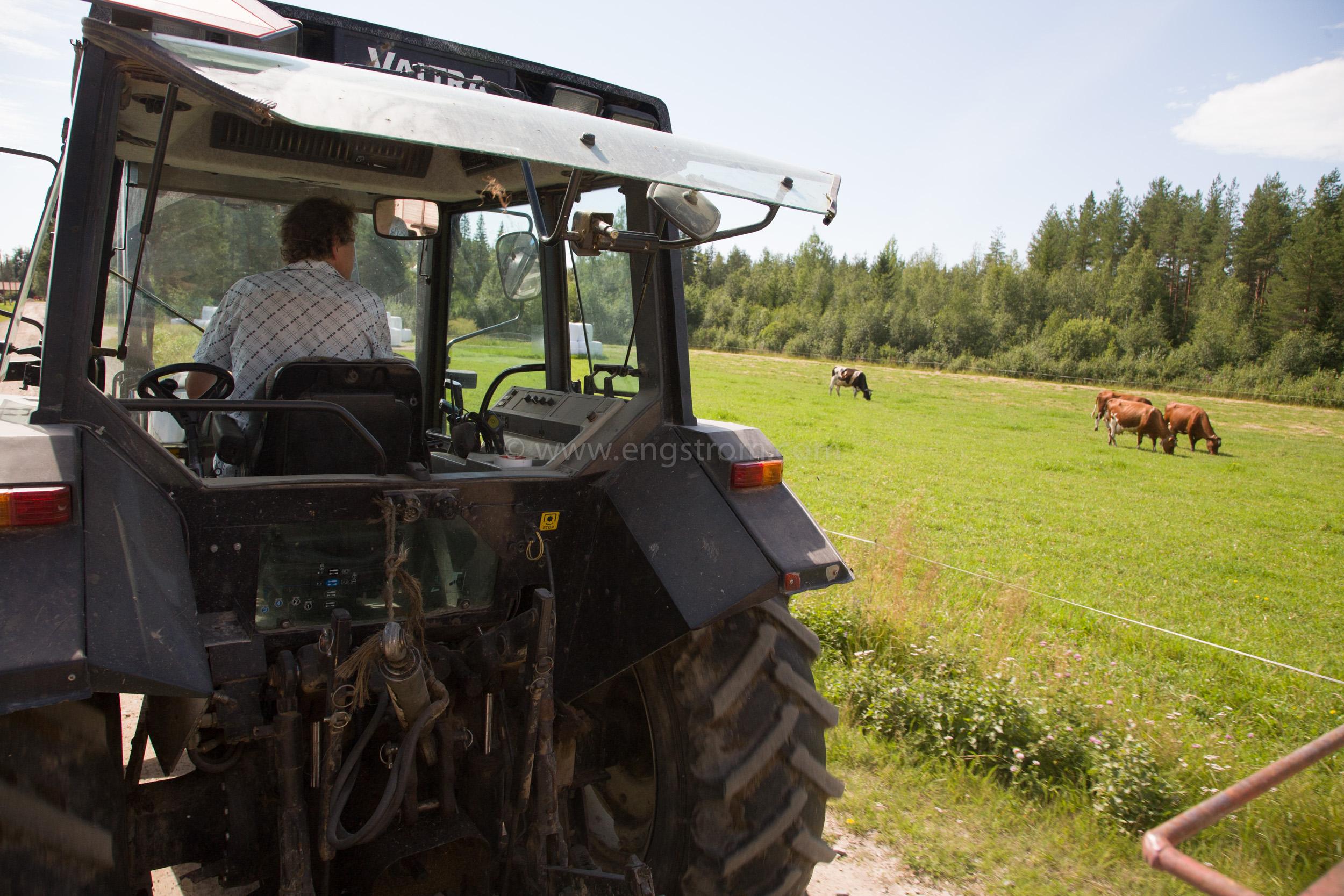 JE_64947, Traktor Valtra på vägen, Jonas Engström