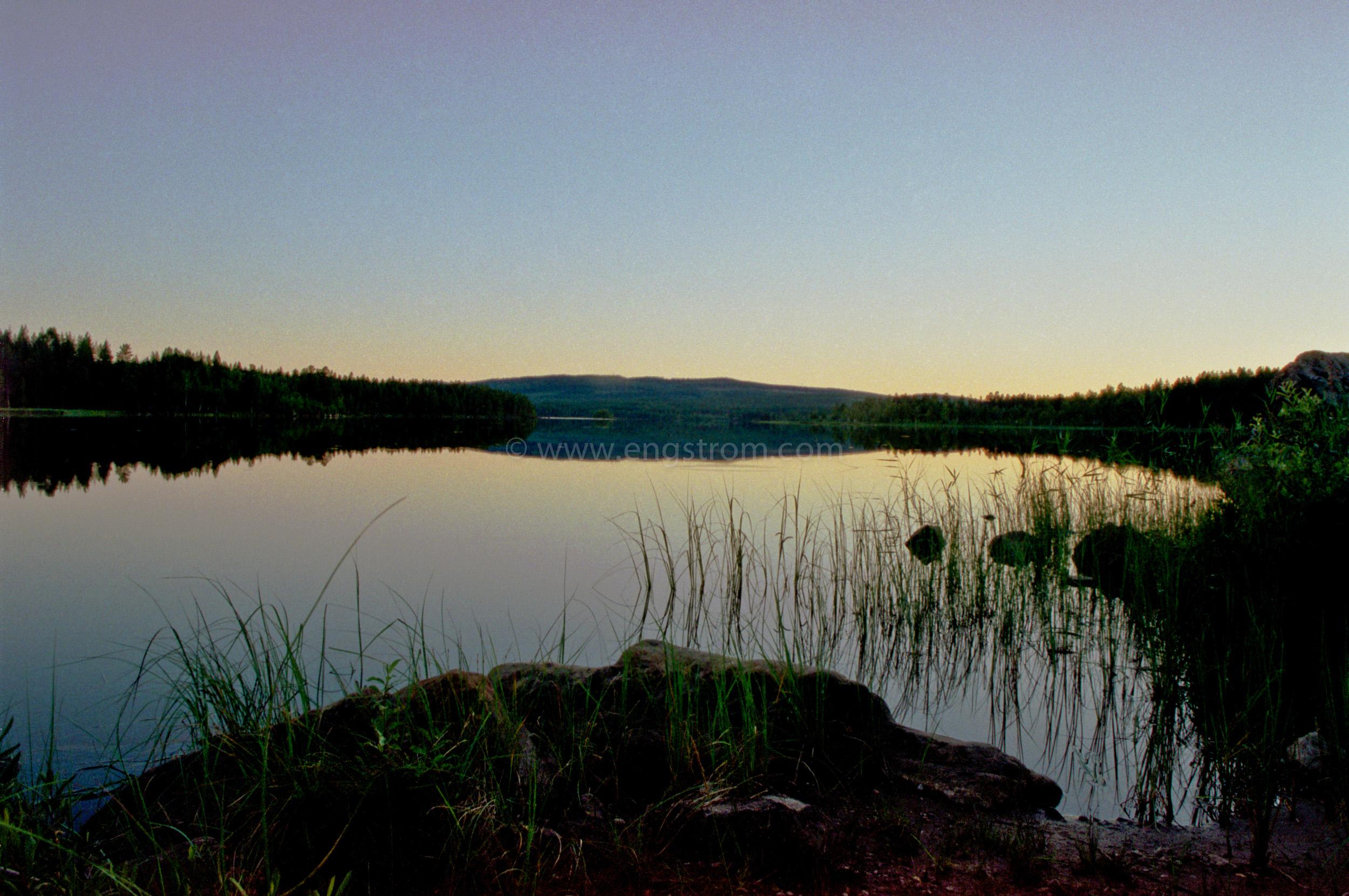 JE0150_1, Solnedgång sommarkväll vid Sånghussjön från Kärrbacken, Jonas Engström