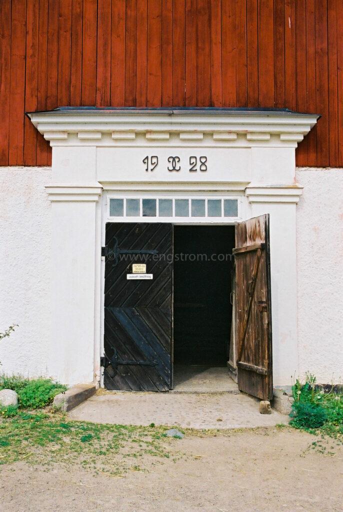 JE0205_10, Gammal faluröd ladugård, Jonas Engström