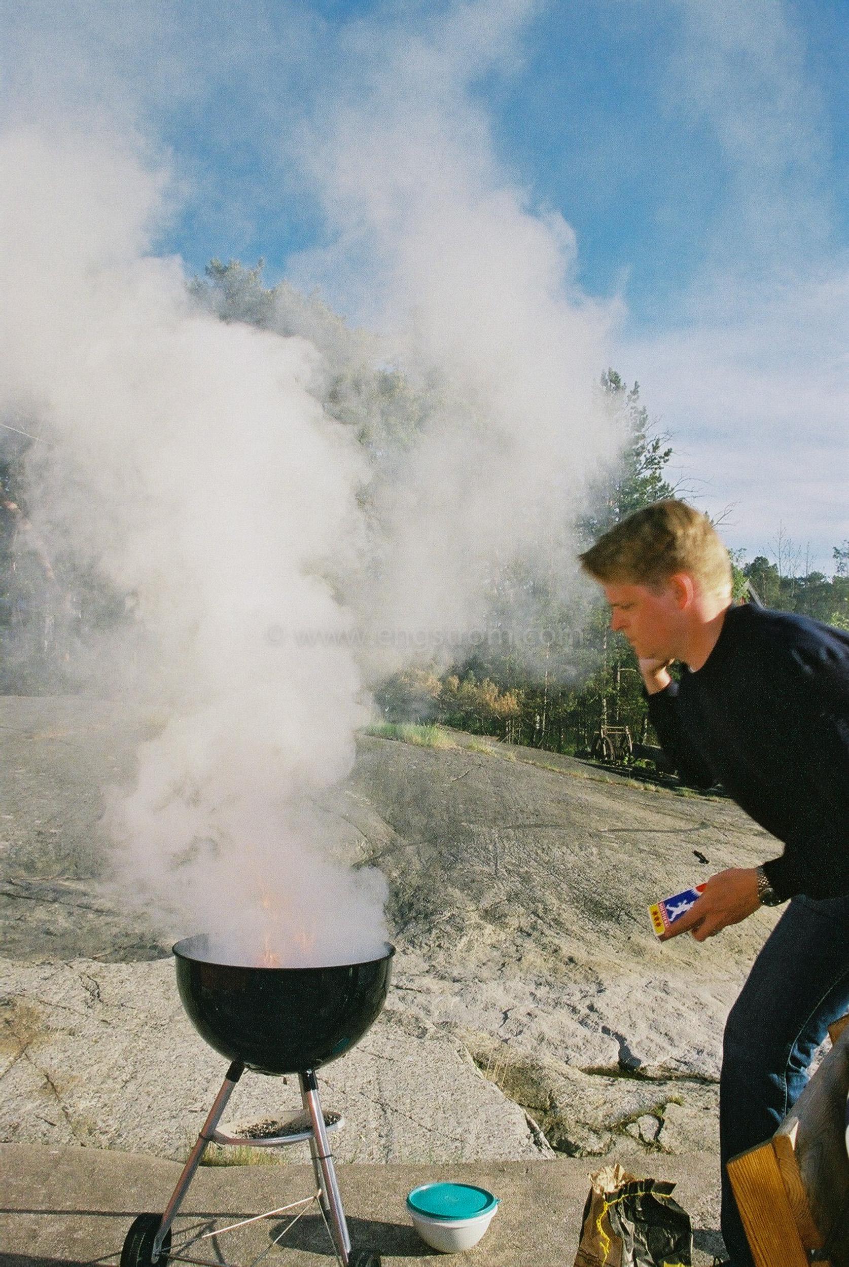 JE0205_21, Rykande klot grill, Jonas Engström
