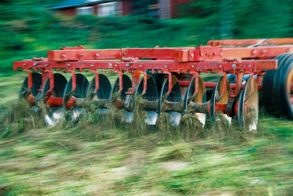 JE0318_02, Tallriksharvning av vallbrott. Stocksbo sommaren 2003, Jonas Engström