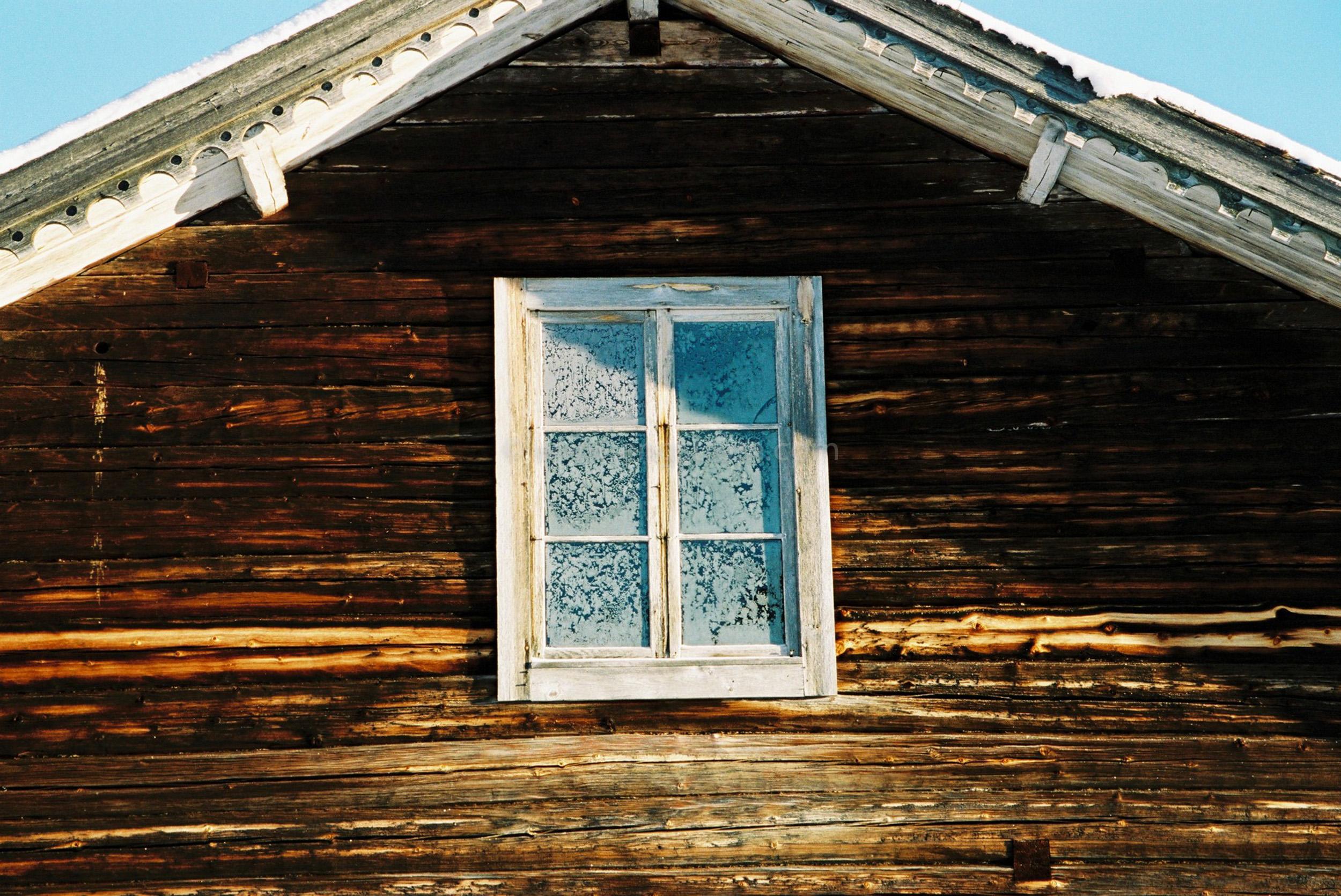 JE0400_055, Solbränt timmerhus. Ranvall vintern 2004, Jonas Engström