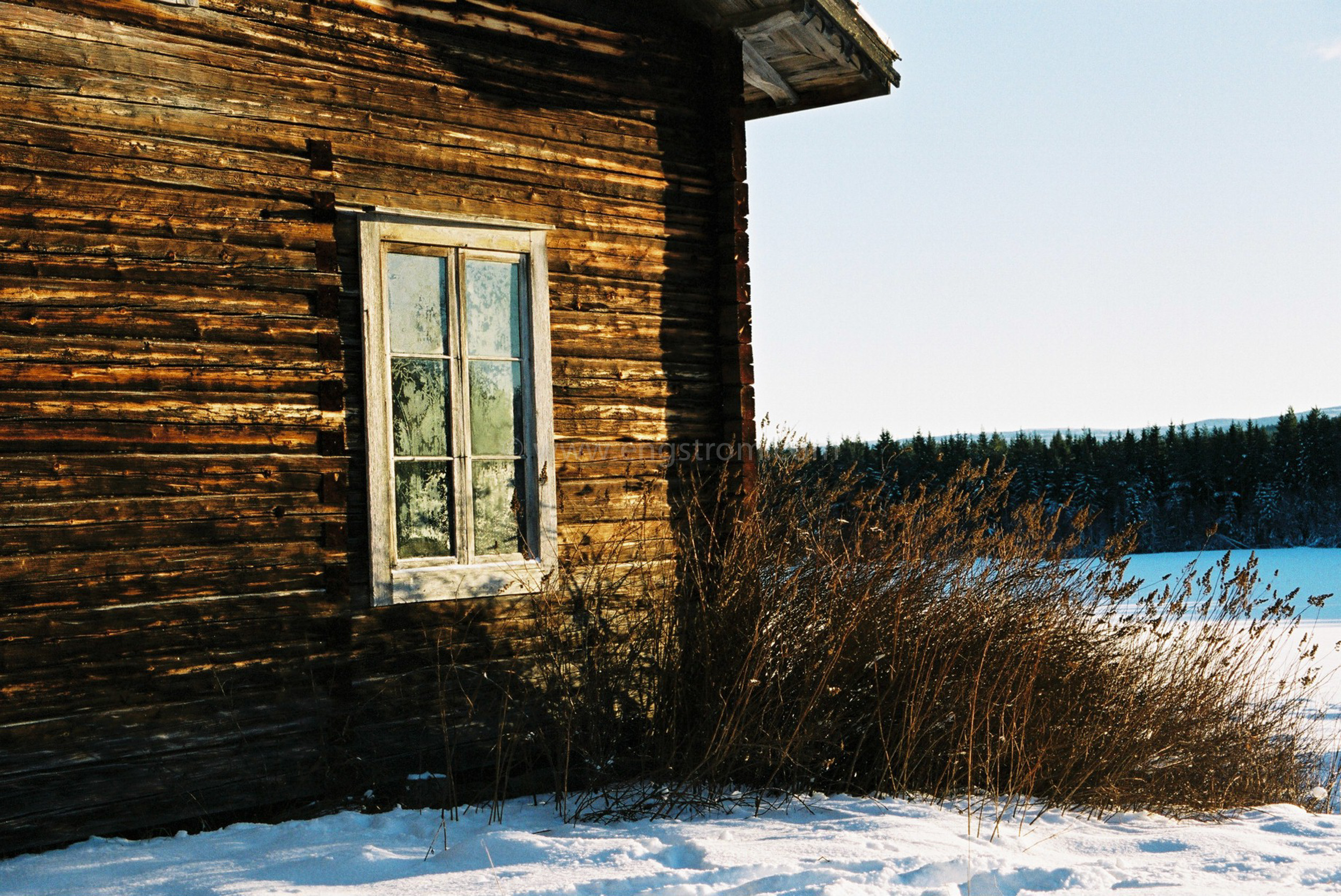 JE0400_056, Solbränt timmerhus. Ranvall vintern 2004, Jonas Engström