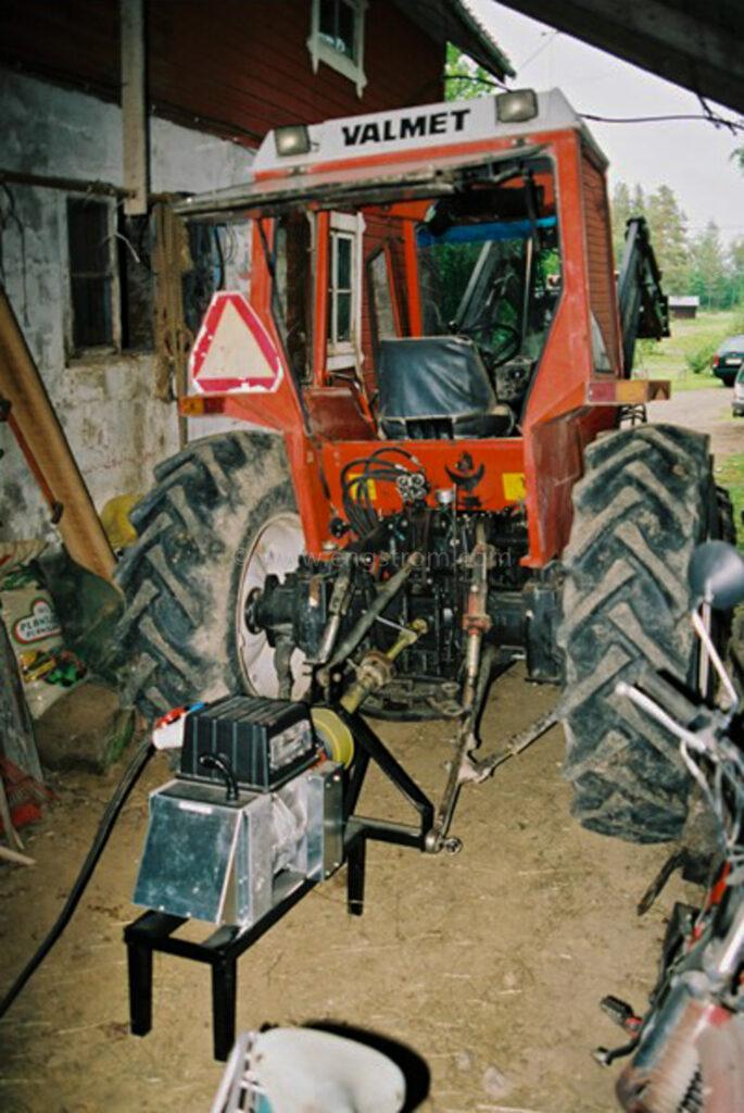 JE0417_04, Traktordrivet elverk, Jonas Engström