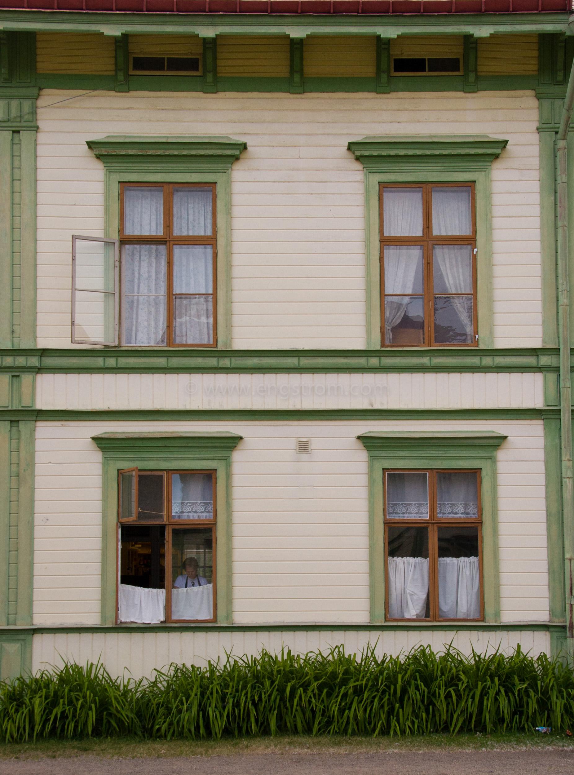 JE_11551, Trähus med gröna knutar, Järvsö, Jonas Engström