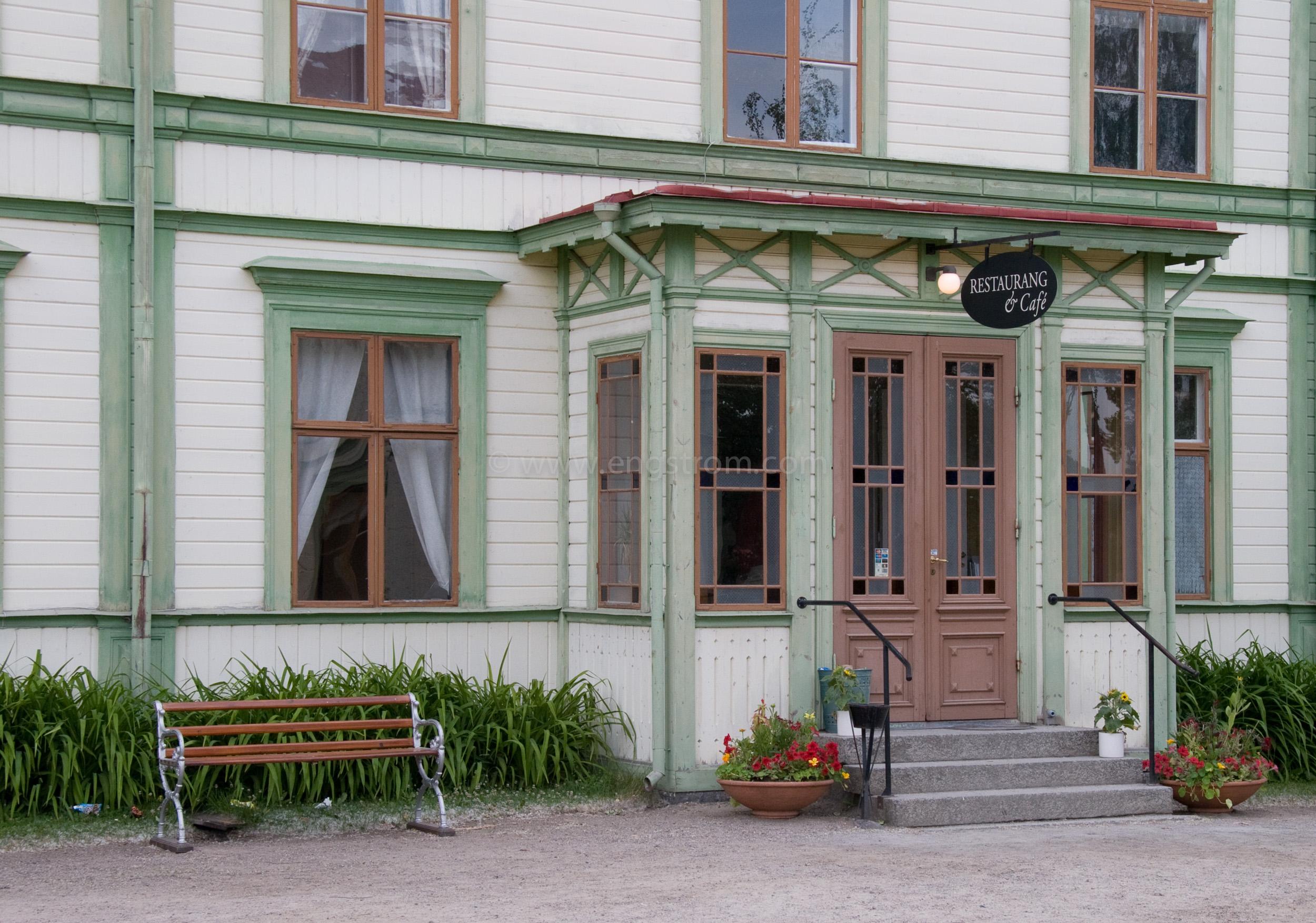 JE_11554, Trähus med gröna knutar, Järvsö, Jonas Engström