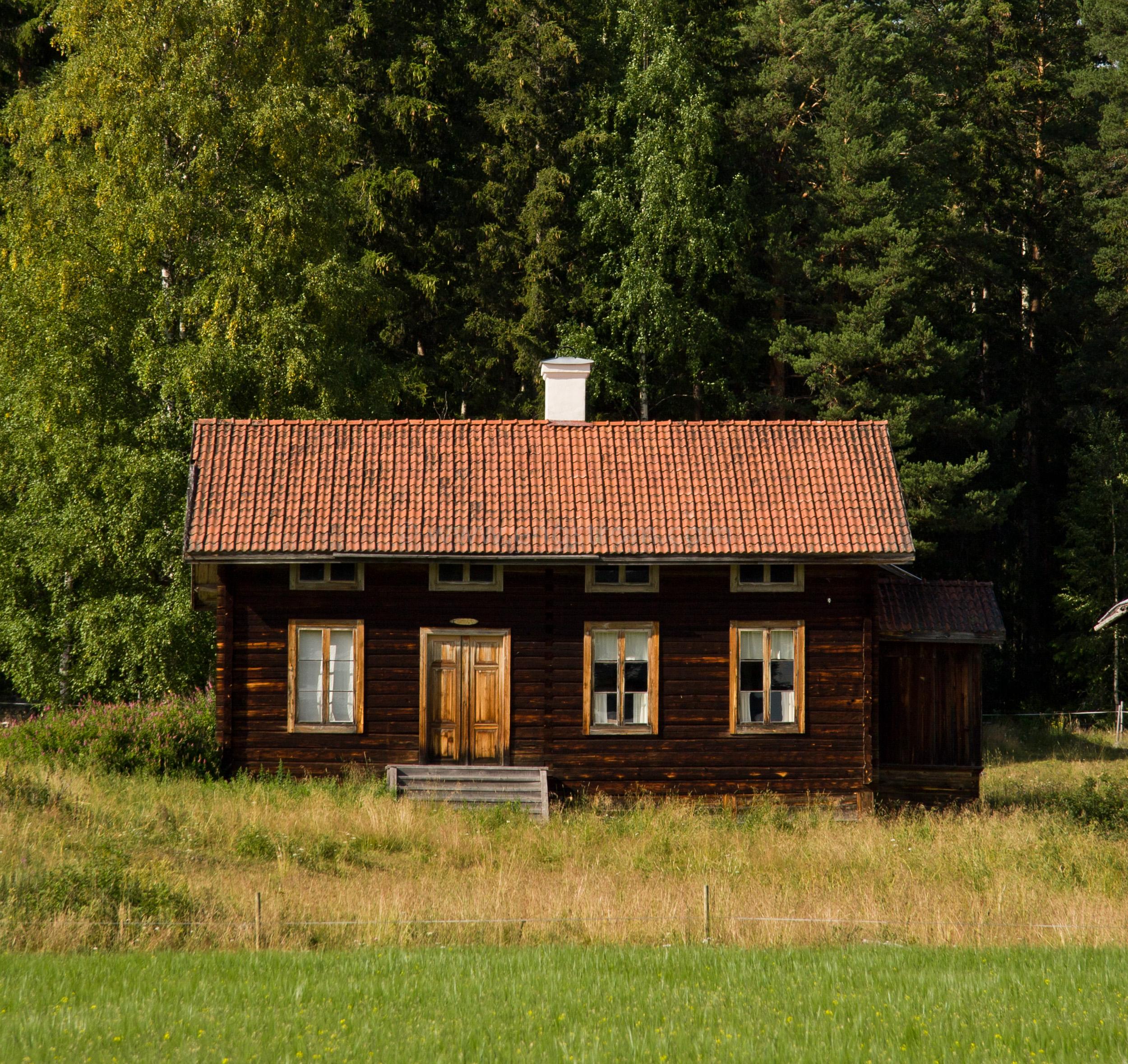 JE_11758, Vacker Hälsingegård i skogsbrynet, Jonas Engström