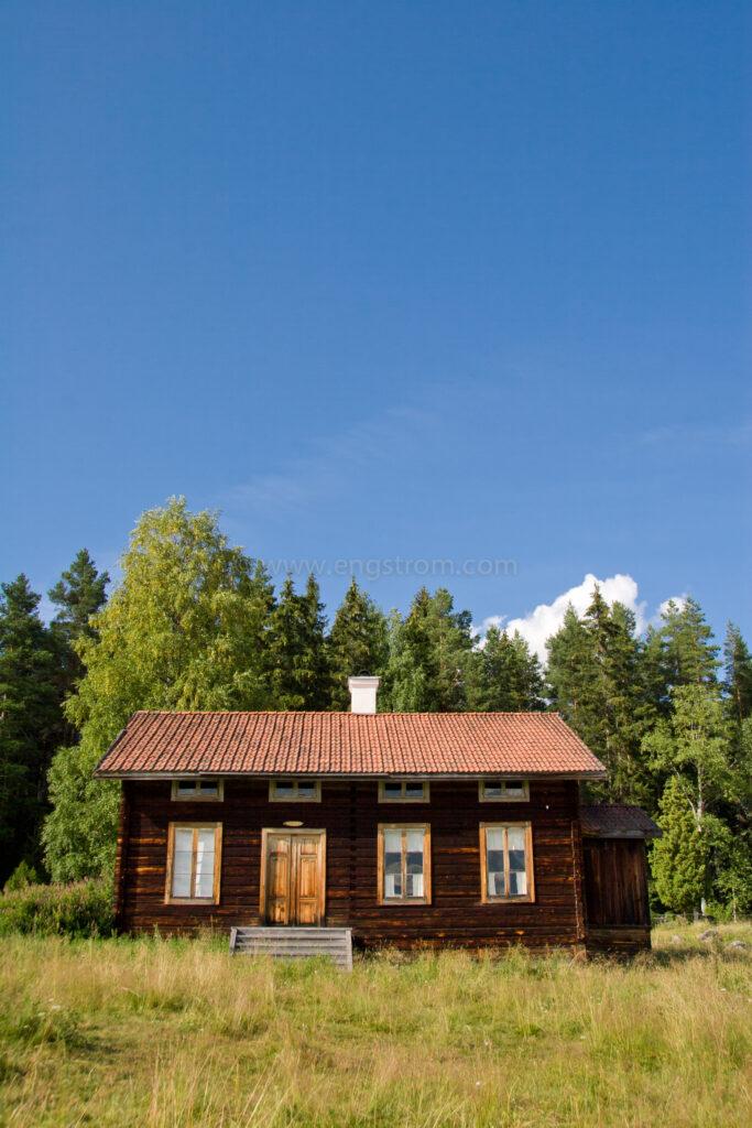 JE_11762, Vacker Hälsingegård i skogsbrynet, Jonas Engström