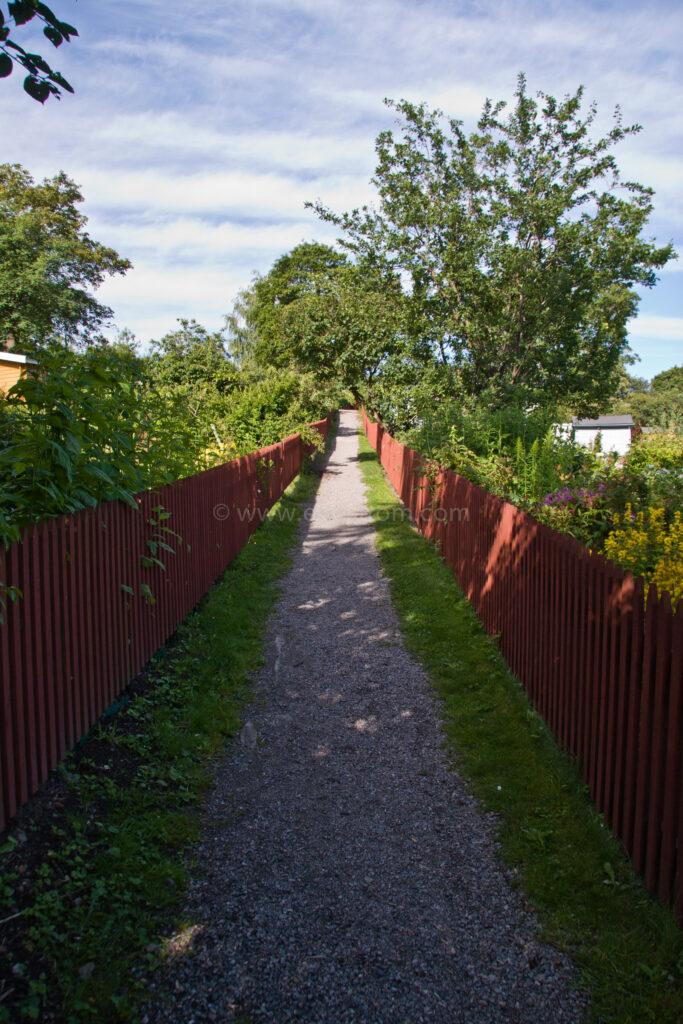 JE_16030, Grusgång mellan två staket, Jonas Engström