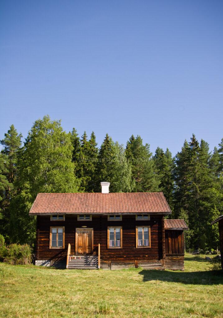 JE_17941, Timrat 1800-tals hus i skogsbrynet, Jonas Engström