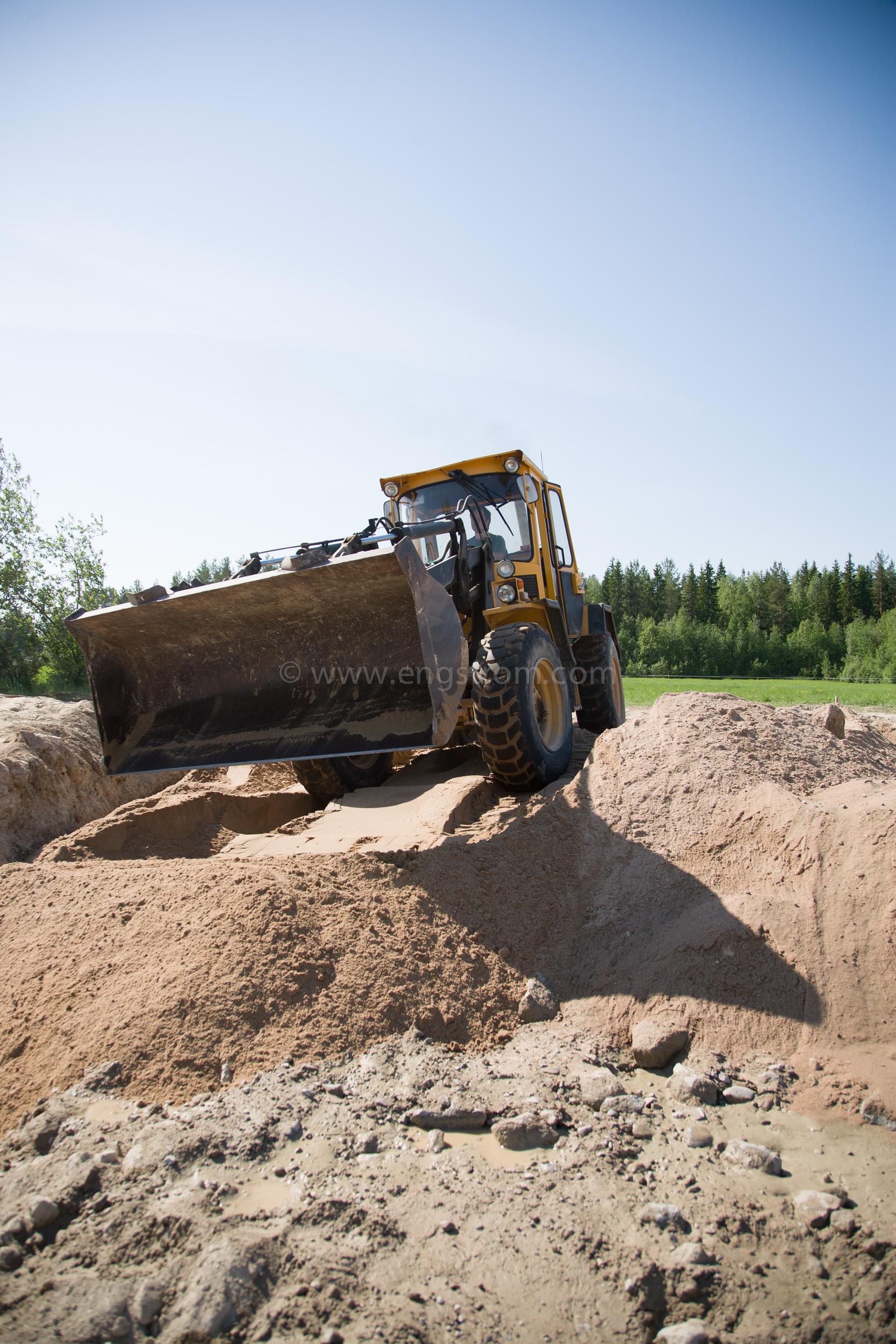 JE_63852, Hjullastare Volvo BM vid husbygge, Jonas Engström