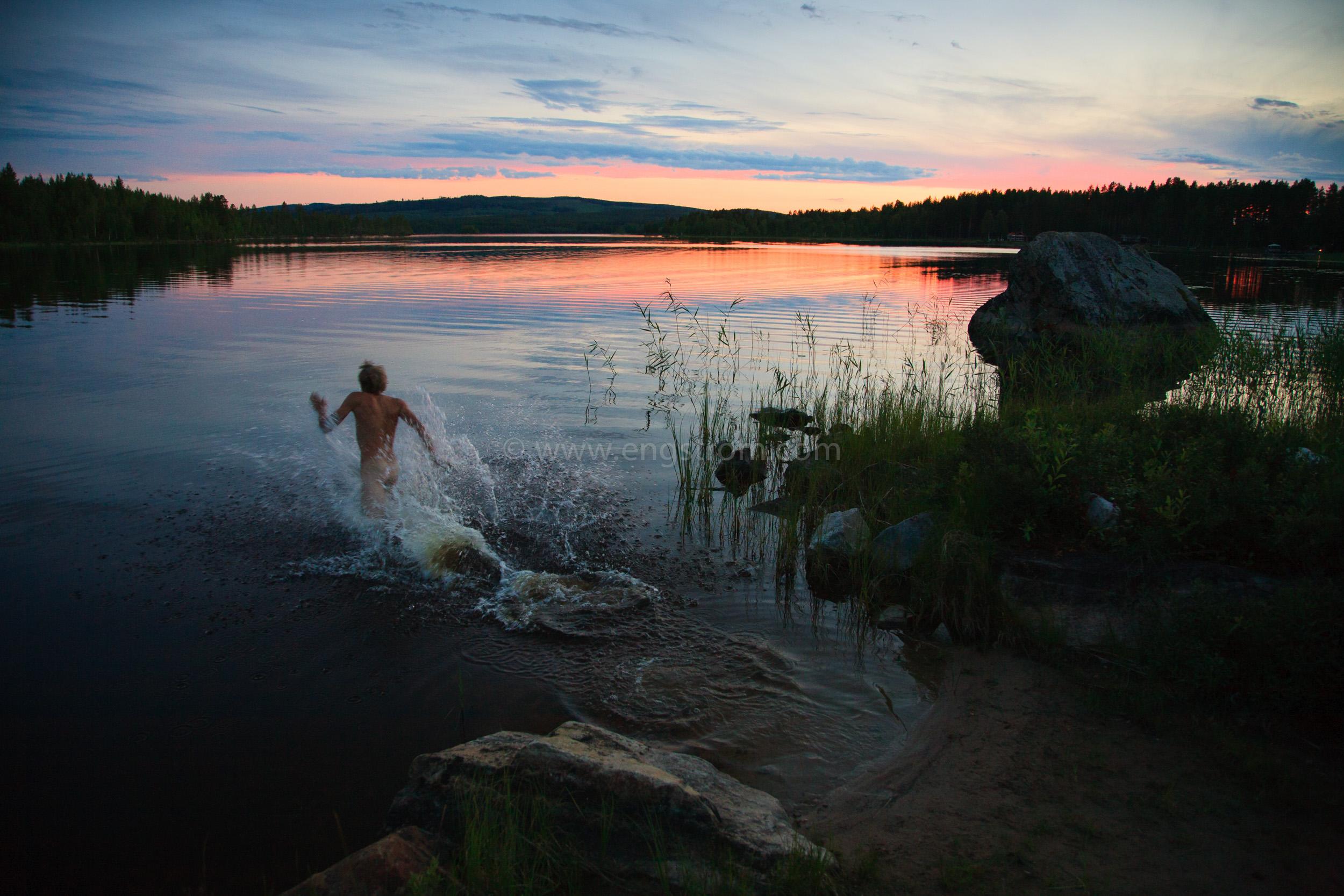 JE_65087, Ett sent kvällsbad, Jonas Engström