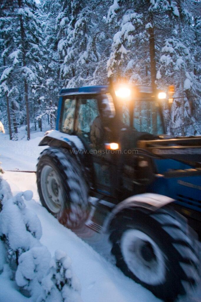 JE_8685, Snöplogning, snöröjning i skymning., Jonas Engström